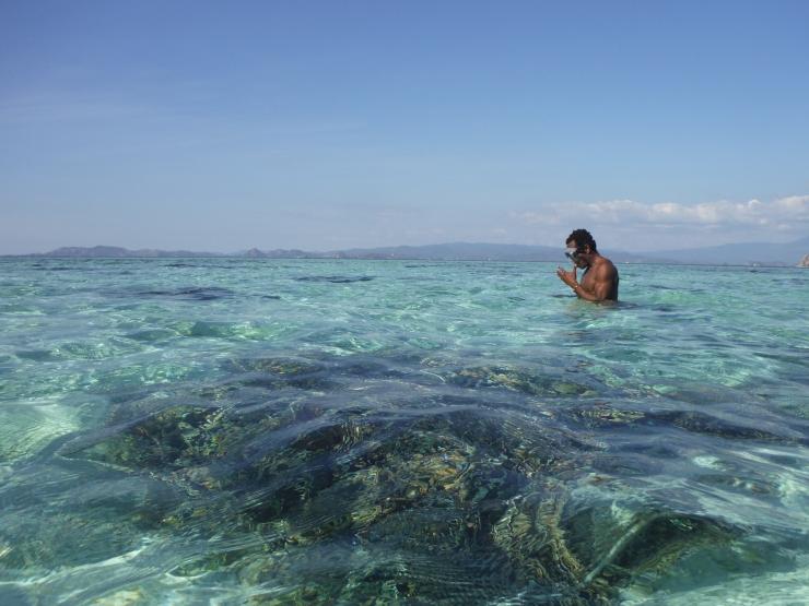 berenang-di-pantai
